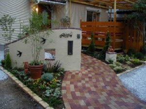 06 可愛らしいフロント・ガーデン