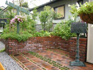 04 レンガ造りのキッチン・ガーデン